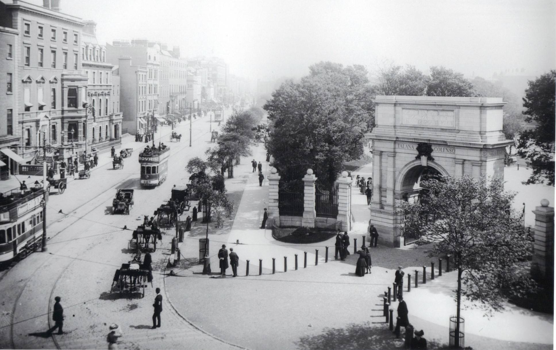 Fusiliers Arch, St Stephen's Green, taken around 1900. OPW.